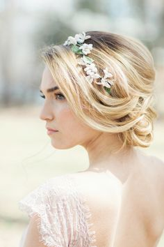 wedding hairstyle idea; photo: Clean Plate Pictures