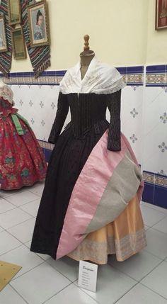 European Dress, Fantasy Dress, Dark Fashion, Sewing Hacks, Hijab Fashion, 18th Century, Hummus, Vintage Fashion, African