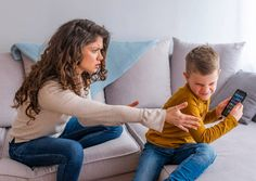 Screen time withdrawal in children can be seen in acts of behavioural outbursts such as tears, tantrums and aggression when things don't go their way. Risks Of Social Media, Internet Addiction Disorder, Signs Of Addiction, Doctor For Kids, Go To The Cinema, Psychology Research, Behavioral Issues, Holistic Approach, Bad Habits