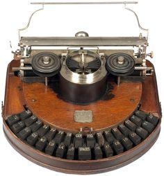 Hammond 1 - Mahogany The Hammond Typewriter Company, New York 1881 - serial Typewriter For Sale, Antique Typewriter, Cassette Vhs, The Hammond, Old Technology, Vintage Phones, Vintage Typewriters, Old Tools, Mechanical Design