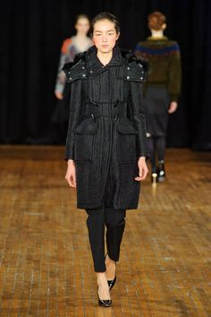 Philosophy Di Alberta Ferretti Fall 2013 Ready-to-Wear Runway - Philosophy Di Alberta Ferretti Ready-to-Wear Collection - ELLE