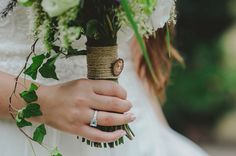 twine wrapped bouquet http://weddingwonderland.it/2015/07/un-matrimonio-handmade-sotto-la-pioggia.html