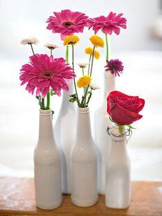 Confira nossas dicas e sugestões de como utilizar garrafas para decorar seu espaço e inspire-se com as fotos da galeria.