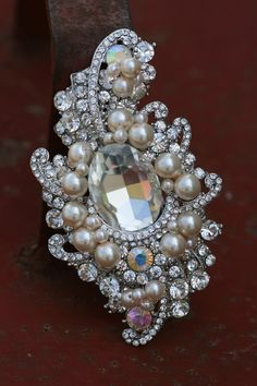 RHINE-VBRACH 2 Colors Choose Pearl and Rhinestone Flower Circle Brooches Baroque Brooch Pin Winter Gift