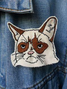 Grumpy Cat Embroidered Brooch, thread painting, like the hand drawn, scribbled look Cat Patch, Rare Cats, Grumpy Cat Humor, Felting Tutorials, Cat Accessories, Cat Crafts, Crazy Cat Lady, Cat Art, Fur Babies