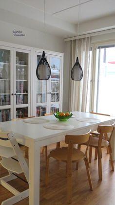 Vaalea, beige, valkoinen ruokailutila, keittiö. Artek tuolit