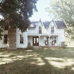 Vintage Farmhouse - I love the layout of this one Vintage Farmhouse, White Farmhouse, Farmhouse Style, Farmhouse Decor, Farmhouse Design, Modern Farmhouse, Future House, My House, Old Farm Houses