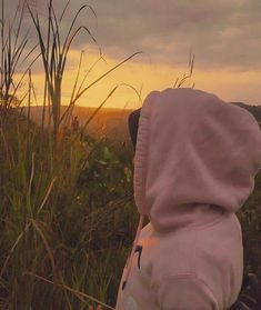 When the sunset is coming. The happiness is up. Cute Girl Face, Cute Girl Photo, Girl Photo Poses, Hijabi Girl, Girl Hijab, Tumblr Photography, Girl Photography Poses, Girl Pictures, Girl Photos