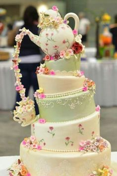 For Disney wedding use Mrs Potts Chip from Beauty and the Beast and change icing to red and gold for a Christmas/winter amazing cakes you wish you could bakeJulia Gonzalez Martin dice que.Ideas for wedding cakes chocolate tea parties But how gorg Gorgeous Cakes, Pretty Cakes, Amazing Cakes, Unique Cakes, Creative Cakes, Creative Ideas, Unusual Wedding Cakes, Amazing Wedding Cakes, Tea Cakes