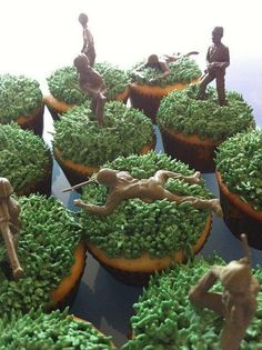 Pipe green icing for… Toy Story Party Ideas – Simple Toy Story Army Man Cupcakes! Pipe green icing for the grass add a toy soldier on top. Toy Story Party, Fête Toy Story, Bolo Toy Story, Toy Story Theme, Toy Story Food, Camouflage Party, Camo Party, Nerf Party, Xbox Party