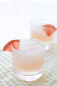 paloma cocktail ½ cup freshly squeezed grapefruit juice ¼ cup freshly squeezed lime juice ½ cup tequila or mescal 2 tbsp. simple syrup* ½ cup club soda, divided