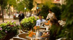 This French-European Café serves breakfast and lunch, combined with an extensive wine menu, desserts and coffee with al fresco dining in fine weather. Peninsula Chicago, European Cafe, Al Fresco Dining, Fine Dining, Table Decorations, Dinner Table Decorations