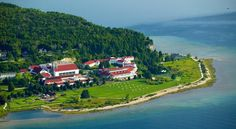 Book one of our Mission Point Resort offers to save on your Mackinac Island vacation. View current deals to plan your Lake Huron and Lake Michigan getaway. Days Hotel, Most Haunted Places, Lake Michigan, Michigan Vacations, Michigan Travel, Northern Michigan, Family Vacations, Dream Vacations, Michigan Usa