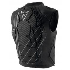 The Rhyolite Vest is specifically designed to provide maximum comfort in the saddle, laving the abdominal area free of any constriction. The integrated LEVEL 2 back-guard is made of different layers of Crash Absorb® Memory Retention Foam forming a sandwich with remarkable shock-absorbing qualities. The protectors are designed to adapt the shape of the body and its movements, covering chest and ribs.