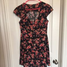 Forever 21 Dress such a pretty dress Forever 21 Dresses