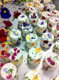 Cheese with Edible Flowers - they look too pretty to eat!- Cheese with Edible Flowers – they look too pretty to eat! Cheese with Edible Flowers – they look too pretty to eat! Think Food, Flower Food, Flower Ideas, Flower Cakes, Tapas, Snacks Für Party, Edible Flowers, Mini Cakes, Food Presentation