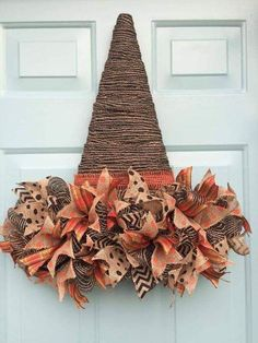 50 Cheap and Easy DIY Fall Wreaths. Celebrate Fall with these cheap and easy DIY Fall wreaths. Many of these wreaths can be made in under an hour with minimal supplies required and most of the materials needed can be found at Easy Fall Wreaths, Diy Fall Wreath, Wreath Crafts, Fall Diy, Holiday Wreaths, Holiday Crafts, Cheap Wreaths, Wreath Ideas, Diy Fall Crafts