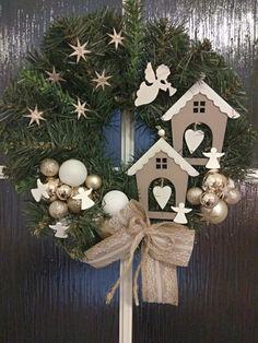 Christmas Door Wreaths, Handmade Christmas Decorations, Noel Christmas, Christmas Centerpieces, Xmas Decorations, Christmas Projects, Christmas Crafts, Christmas Ornaments, Christmas Inspiration