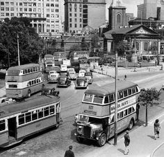 Queens Square in Sydney in 1950. •Fairfax Archives•