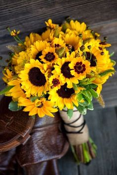 Sunflowers for a late summer / early fall wedding. I love this bouquet. Sunflowers for a late summer / early fall wedding. I love this bouquet. Yellow Wedding Flowers, Flower Bouquet Wedding, Rose Bouquet, Bridal Bouquets, Wedding Sunflowers, Yellow Flowers, Daisies Bouquet, Wedding Colors, Red Sunflowers