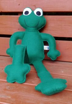 Felt Frog Toy Frog CE Tested Soft Toy Green Frog by @daisyfelts