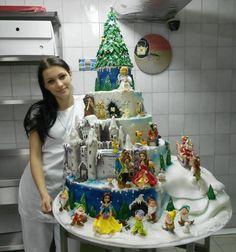 Amazing Disney cake @Cheri Edwards Edwards Boele  graduation cake?