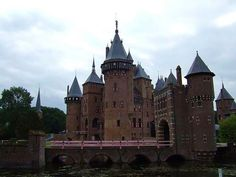Castle De Haar is located near Haarzuilens, in the province of Utrecht in the Netherlands. The current buildings, except for the chapel, date from 1892 and are the work of Dutch architect P.J.H. The oldest historical record of a building at the location of the current castle dates to 1391.Wikipedia