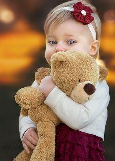 Gorgeous little girl and her teddy bear Teddy Bear Hug, Teddy Bear Gifts, Bear Toy, Precious Children, Beautiful Children, Beautiful Babies, Cute Bear, Cute Teddy Bears, Cute Kids