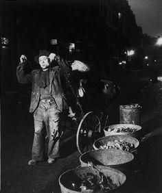 Robert Doisneau // Chiffonnier de nuit à Paris aux halles , 1955 . ( http://www.gettyimages.co.uk/detail/news-photo/marginal-and-poet-rag-and-bone-man-and-watercolor-painter-news-photo/121510943