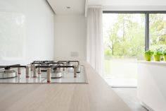 studio edge • interior design • design of a residential kitchen • Smeg cooking plane with white glass • www.studio-edge.be