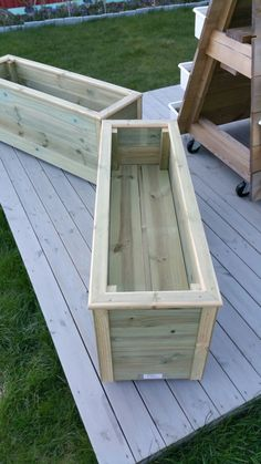 Pin by Jill Mock on Potential projects Diy Wooden Planters, Diy Planters Outdoor, Deck Planters, Outdoor Landscaping, Cedar Planter Box, Garden Planter Boxes, Long Planter Boxes, Raised Garden Bed Plans, Front Garden Landscape