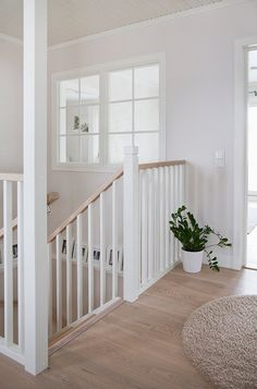 Stair Railing Design, Home Stairs Design, Interior Stairs, Home Design Decor, Home Room Design, Home Interior Design, House Design, Home Decor, Design Hall
