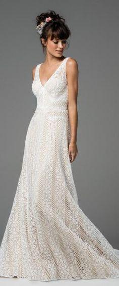 gefunden bei Happy Brautmoden Brautkleid elegant, elegantes Brautkleid, Watters, Spitze, Spitzenkleid, edel, elegant, fließend, Rückenausschnitt, Hochzeitskleid, Vintage