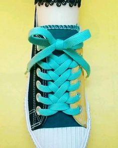 Diy Clothes Life Hacks, Diy Clothes And Shoes, Diy Clothes Videos, Clothing Hacks, Ways To Lace Shoes, How To Tie Shoes, Ways To Tie Shoelaces, Diy Fashion Hacks, Creative Shoes