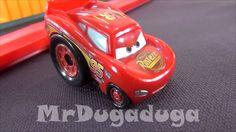 The Cars en français.Jouer avec des jouets du dessin animé de Disney les...