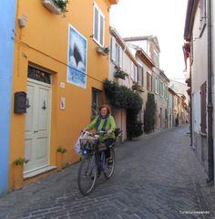 TURISCUREOSEANDO: Rímini, la ciudad de Federico Fellini. San Giuliano, antiguo barrio de pescadores, que aún conserva su encanto.