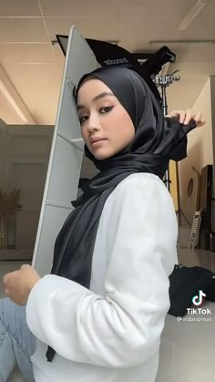 Niqab Fashion, Modern Hijab Fashion, Muslim Women Fashion, Hijab Turban Style, Mode Turban, Simple Hijab Tutorial, Hijab Style Tutorial, Turban Tutorial, Hijab Collection