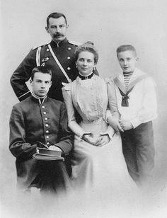 A família Yussupov, em cerca de 1900: Príncipe Nikolaj Felixovich Yussupov…
