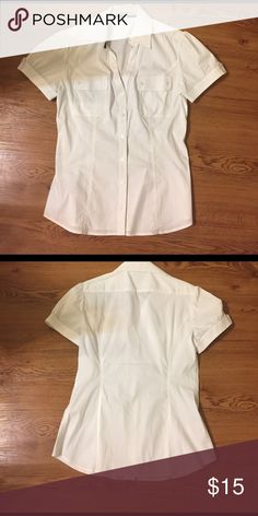 Express short sleeved fitted button down shirt. A fitted short sleeve shirt. Express Tops Button Down Shirts