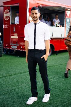 Caio Braz veste look Hugo Boss, tênis Adidas