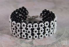 Tutorial: Daisy bracelet by baloghdia | JewelryLessons.com