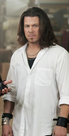 screen cap Christian Kane from Leverage