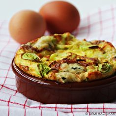 Omelet uit de oven met prei en gorgonzola - StudioKOOK Omelette, Curry One, Good Food, Yummy Food, One Pot Dishes, Cooking Recipes, Healthy Recipes, 30 Minute Meals, Italian Recipes