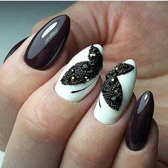 unhas stiletto preta e branca decoradas