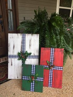Christmas Wood Crafts, Outdoor Christmas Decorations, Christmas Signs, Christmas Projects, Winter Christmas, Holiday Crafts, Christmas Ornaments, Christmas Porch, Christmas Boxes