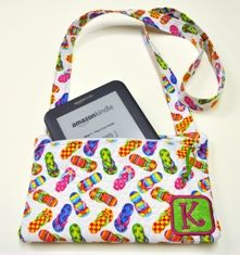 Love this cute bag for my soon-to-be new Kindle. Will definitely make one. Silk dupioni would be nice!