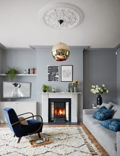 This grey living room has an elegant yet edgy feel. The overall mood is natural, but styled with a contemporary eye. #greyroom #livingroom #livingroomideas #livingroomdecorideas