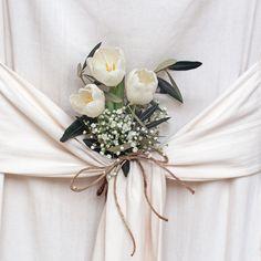 Dekoracje komunijne stołu, fot. Shutterstock #dekoracje #komunijne #stołu #obrus #róże #białe #bukiet #obrusowy #nietypowe #restauracja #dom #komunia #pierwsza #święto #celebrations #wedding #ideas #photos #white #rose #flowers #american #style #poland First Holy Communion, Holi, Wreaths, Home Decor, Decoration Home, Door Wreaths, Room Decor, Holi Celebration, Deco Mesh Wreaths