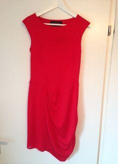 Kaufe meinen Artikel bei #Kleiderkreisel http://www.kleiderkreisel.de/damenmode/klassische-kleider/111571462-klassisches-rotes-kleid-von-zara-neu