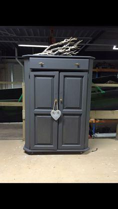 Kast gemaakt , Geschuurd Grondverven Verven in de kleur black Nieuwe deur/lade knoppen